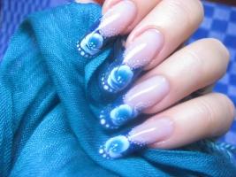 Золотая рыбка на ногтях фото