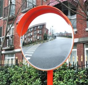 Дзеркало дорожнє — запорука безпеки на дорогах
