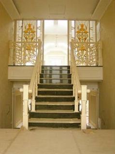 Обираємо безпечні дерев'яні сходи