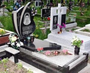 Який пам'ятник краще поставити на могилу?