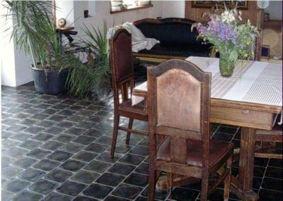 Чому базальтова плитка є кращим матеріалом для будь-якого приміщення