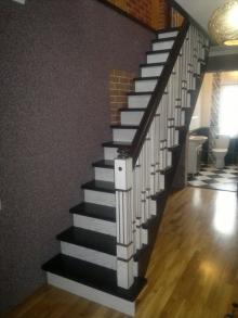 Сходи з натуральної деревини -  важлива частина декору будинку