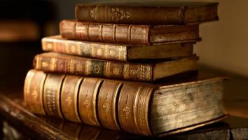 Оформлення старовинних книг - кращий подарунок для книголюба