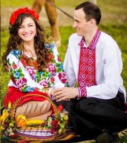 Весільна сукня з вишивкою  традиція 750ec8f199085