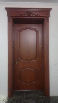 Чому дерев'яні двері кращі, ніж металеві та пластикові