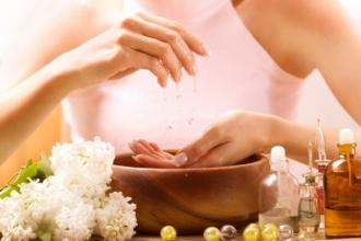 Натуральна косметика для догляду за руками і нігтями