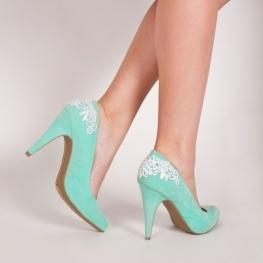 Взуття українського виробника відзначається професійним рівнем  виготовлення. Спеціалісти мають відмінний досвід роботи у такій галузі 41ea5decb6c5e
