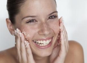 Натуральний скраб для обличчя: очищення + відновлення для вашої шкіри