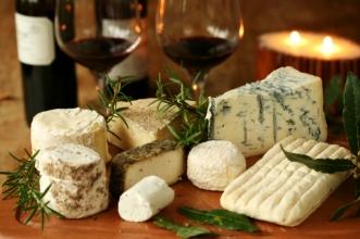 Смачний елітний сир та вино: як підібрати вдале поєднання
