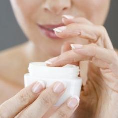 Зволожуючі креми для обличчя: 10 причин купити