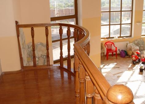 Больцеві сходи для дачі, будинку, котеджу
