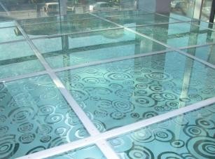 Скло флоат - ідеальна глянсова поверхня, чудові оптичні властивості
