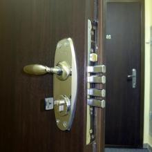 Замена замков в бронированных дверях (Киев и область)