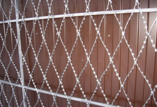 Забор из колючей проволоки плоский под заказ в Украине
