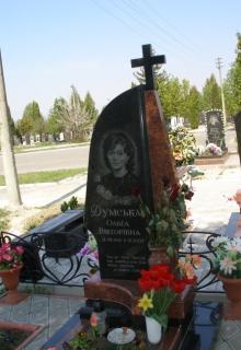 Лавочка и столик на кладбище