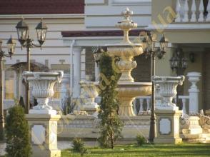 Довірте оформлення фонтану в саду фахівцям