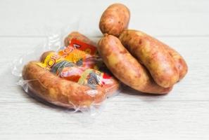 Натуральна ковбаса: купити або приготувати вручну?