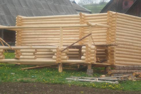 Будівництво дерев'яних будинків і бань на замовлення