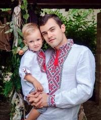 В продаже вышитые блузки крестиком
