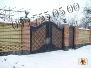 Кирпичный забор (Луцк)