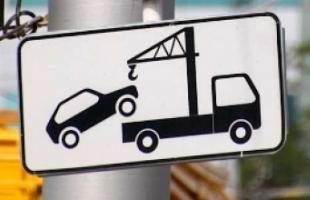 Буксировка автомобиля с помощью эвакуатора