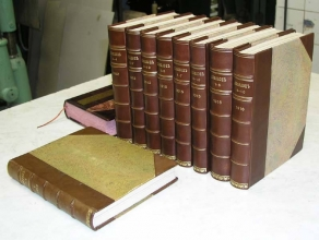 В продаже подарочные книги в кожаном переплете