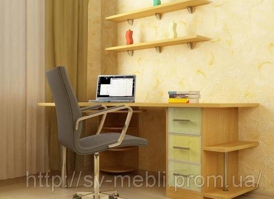 Компьютерный стол с полками от компании