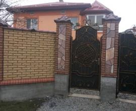Заборы из кирпича во Львове