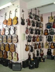 Предлагаем купить музыкальные инструменты: цена приятно удивит!