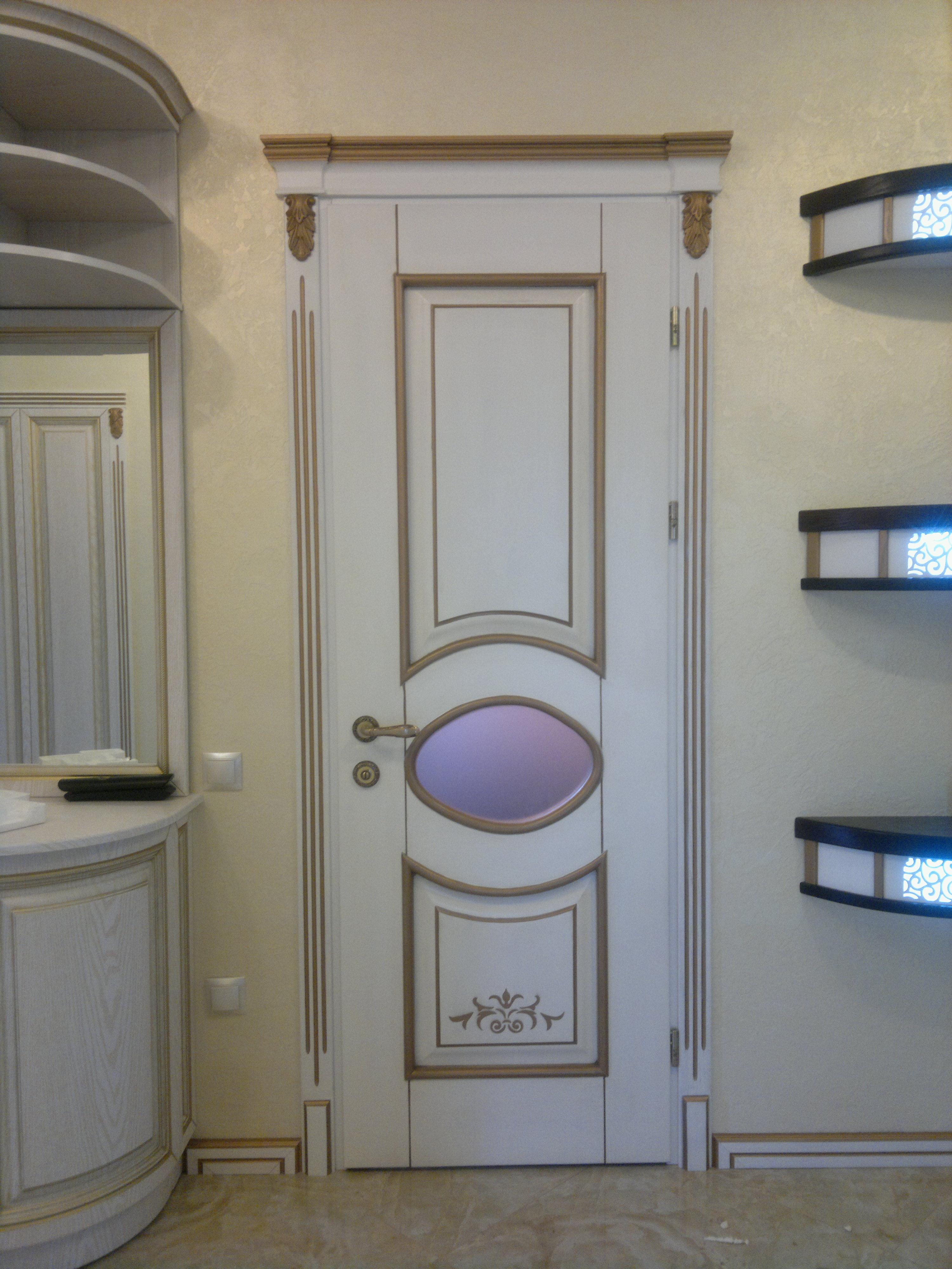 Замовити міжкімнатні дерев'яні двері з декоративним оздобленням