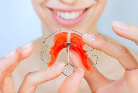Пластины для выравнивания зубов – высокое качество материалов