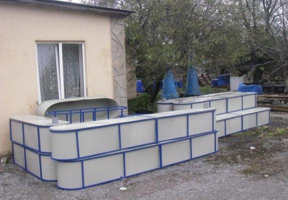 В продаже бассейн для рыбы, цена - 4 000 грн.