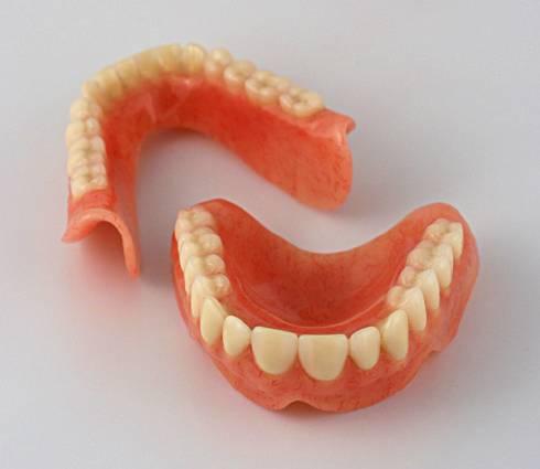 Пропонуємо знімне протезування зубів за доступними цінами