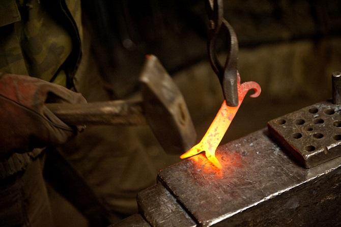 Чехія!! Робота для чоловіків в кузні з металом.