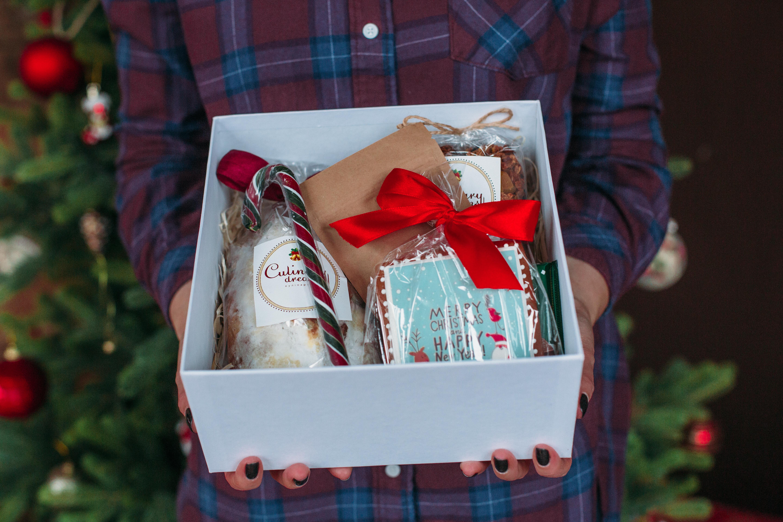 Солодкі подарунки дітям та дорослим
