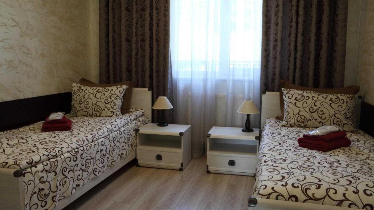 Онлайн бронирование гостиниц Сходница: посетите Фавар Карпаты