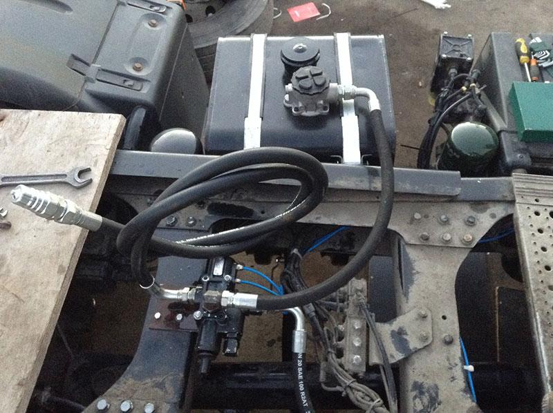 Устанавливаем гидравлическое оборудование на авто