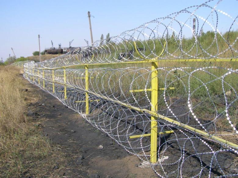 В продаже надежный забор из колючей проволоки Егоза