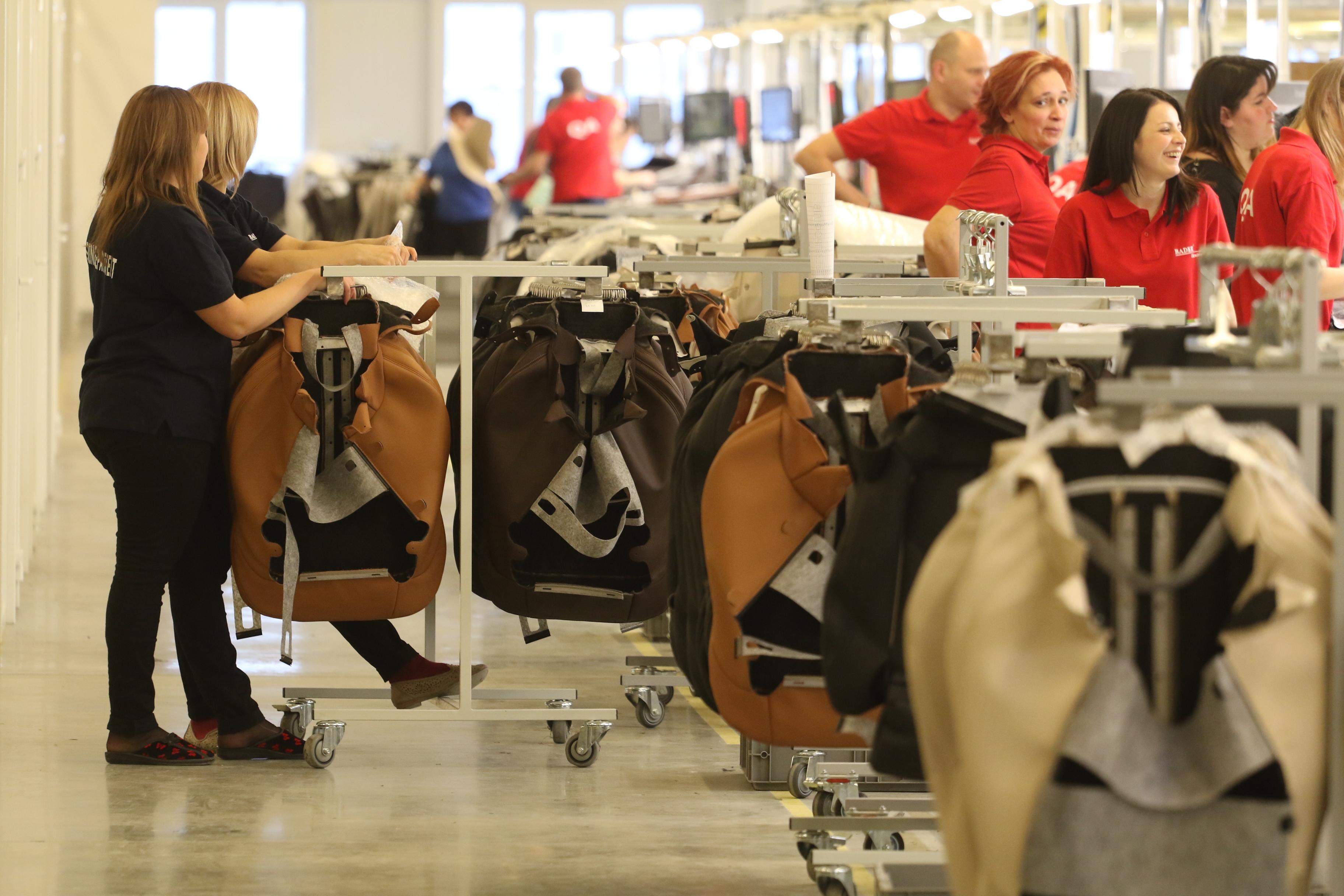 Завод з виробництва автокрісел в Чехії! Потрібні жінки!