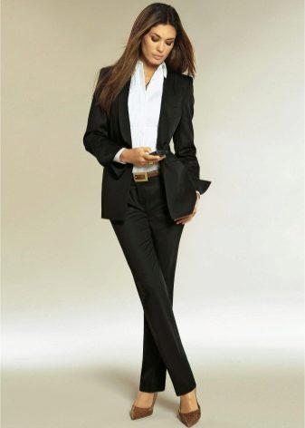 Жіночий класичний костюм  строго та стильно e1d5f207109ba