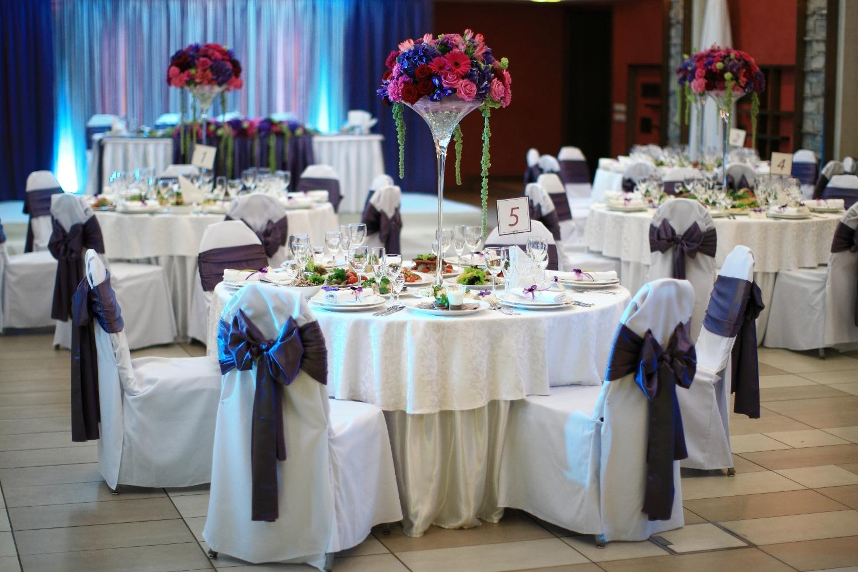 Весільні чохли на стільці зі спинкою