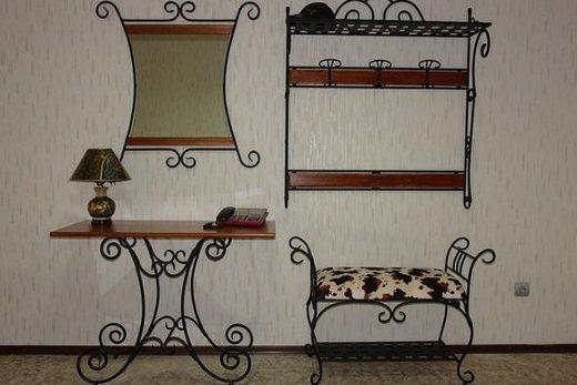 Купить кованую мебель для прихожей