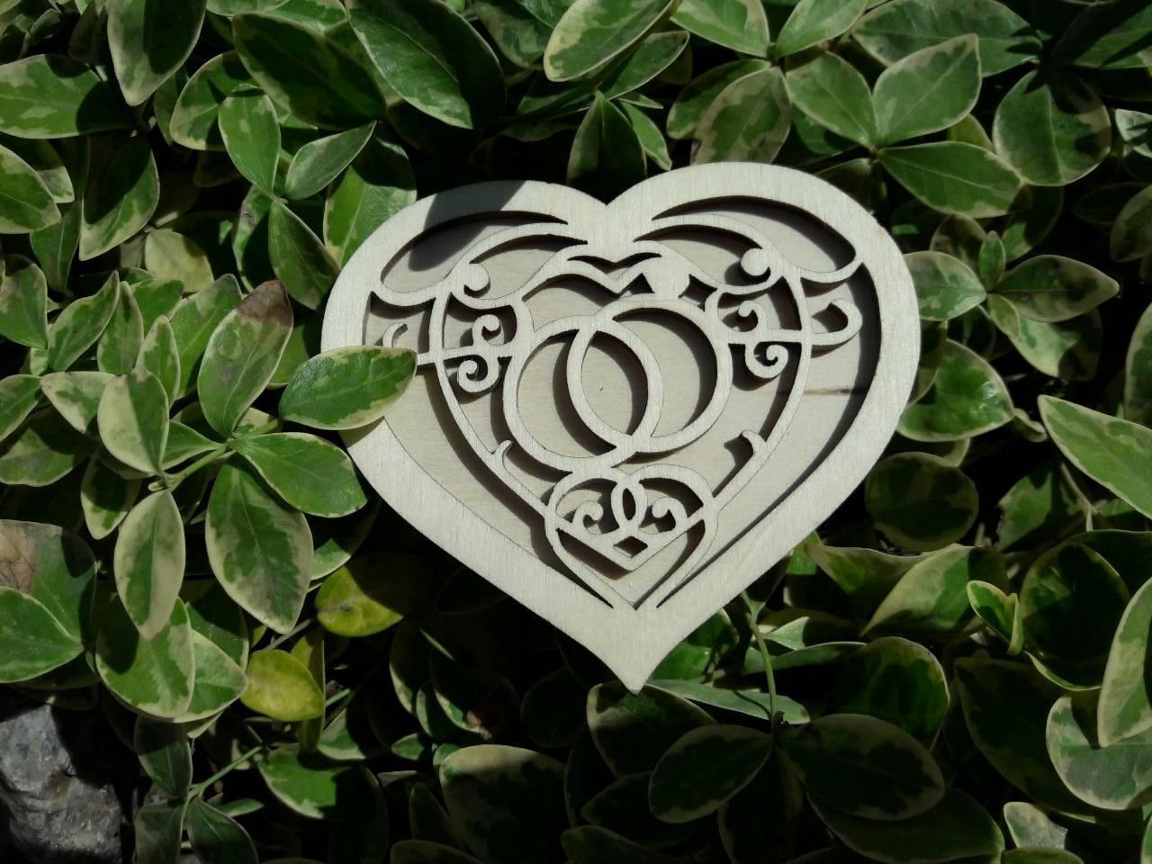 Коробочка для обручок з дерева на весілля в наявності