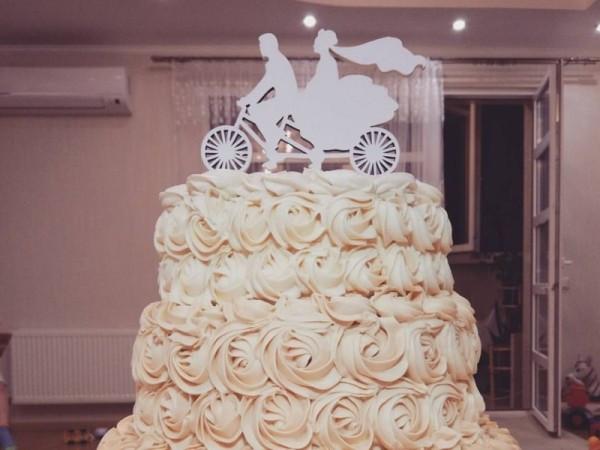 Топпери на торт в Україні виготовляє наша компанія