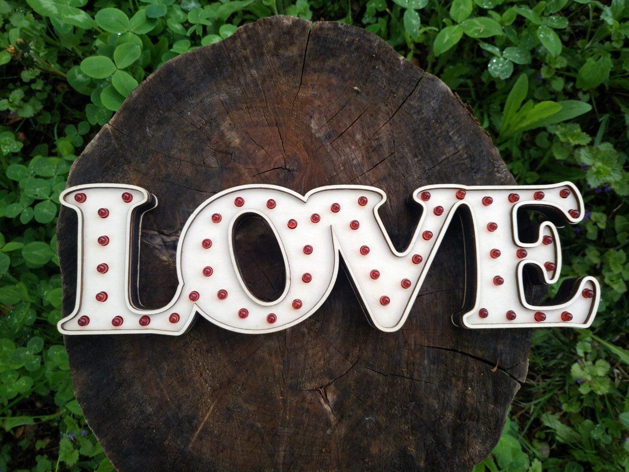 Букви з фанери на весілля зі світлодіодами