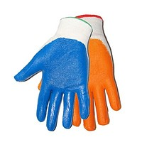 В наличии надежные защитные перчатки