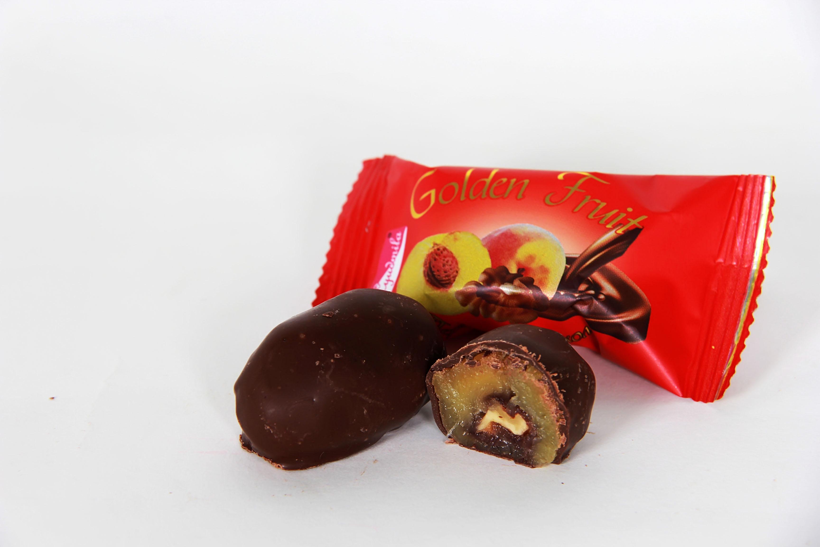 Новий смак цукерок з сухофруктів - персик в шоколаді!