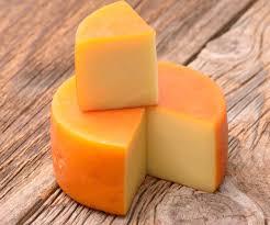Вкусный аристократический сыр - чеддер.