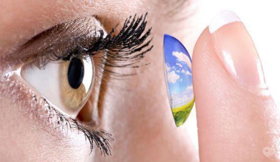 Подберем контактные линзы, которые не создадут дисковфорта!