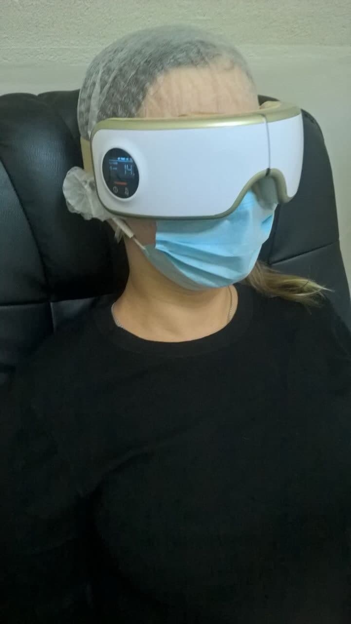 Пропонуємо сеанс масажу очей, який допоможе зняти напругу та відновити працездатність